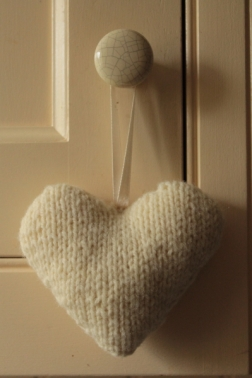 knitted-heart-2