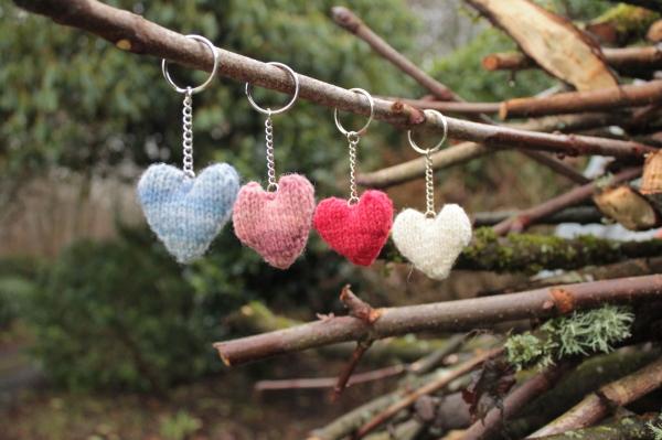 knitted-heart-keyring-kit