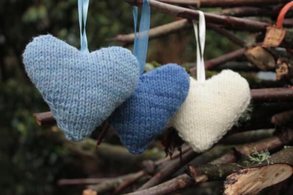 knitted-heart-kit