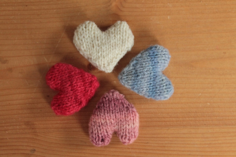 knitted-hearts