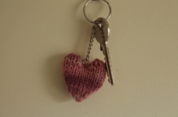 pink-knitted-heart-keyring