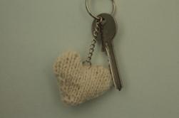 white-knitted-heart-keyring