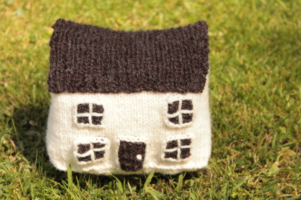 Knit your own country cottage